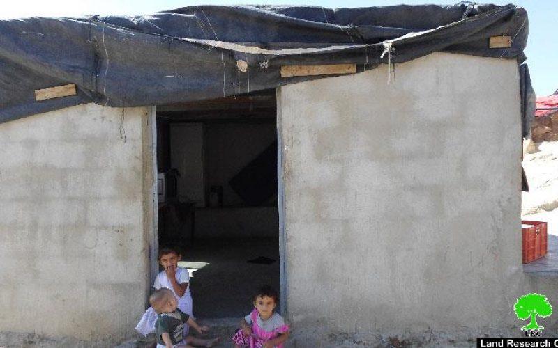 إخطارات بهدم مساكن في خربة الحلاوة بمسافر يطا