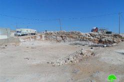 إخطار بوقف العمل وهدم منشأة بقرية الديرات شرق يطا