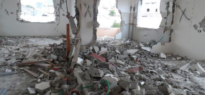 The Israeli occupation detonates the residence of Al-Hashlamoun family in Hebron