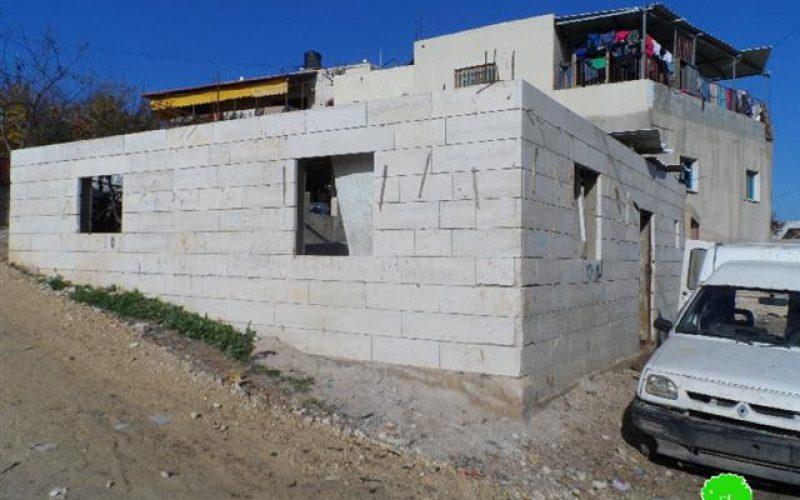 الاحتلال يهدد بهدم منزل وعيادة في البقعة  شرق الخليل