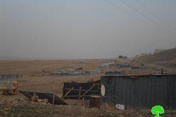 إخطار بوقف البناء لمدرسة ومنشآت زراعية وسكنية في منطقة المعرجات غرب أريحا
