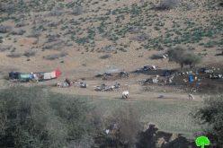 مصادرة الخيام التي تبرع بها الصليب الأحمر لإيواء العائلات المتضررة من عملية الهدم في خربة الحديدية