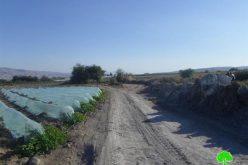 إخطار بوقف البناء لطريق زراعية في منطقة الدير شرق محافظة طوباس