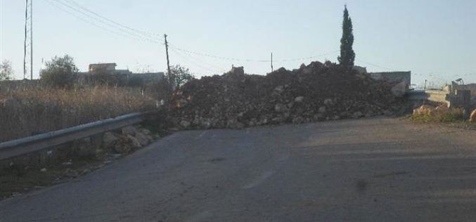 Sealing off the entrance of 'Abud village, north Ramallah city