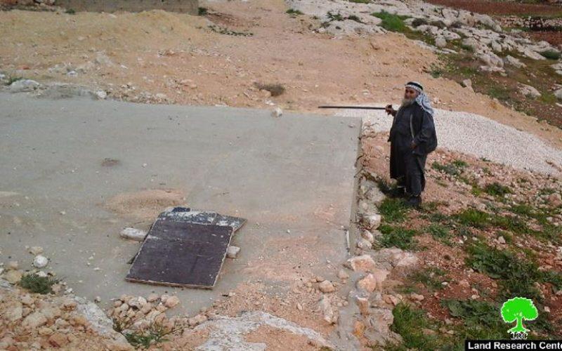 إخطارين بوقف العمل في مسكن وبئر مياه بخربة في خربة المجاز بمسافر يطا