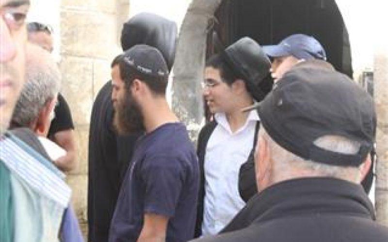 المستوطنون يحدثون ثغرات في جدار مسكن عائلة صب لبن المهدد بالاستيلاء عليه في البلدة القديمة بالقدس المحتلة