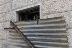 بعد رفض محكمة الاحتلال العليا التماس العائلة, قوات الاحتلال تغلق مسكن شقيقة الشهيد علاء أبو جمل في جبل المكبر بالإسمنت
