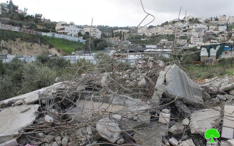 The occupation municipality in Jerusalem demolishes an under construction house in the neighborhood of Ein Al-Luzeh