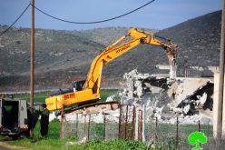 الاحتلال يهدم منزلاً في قرية بيت الروش التحتا غرب الخليل
