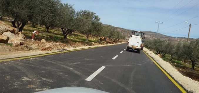 Itamar colonists stop work on a Nablus road