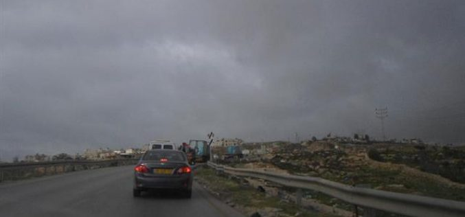 The occupation continues on closing Al-Ram checkpoint in Occupied Jerusalem