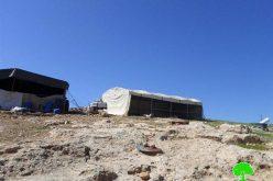 إخطار بوقف العمل في خيمة سكنية بخربة الحلاوة شرق يطا