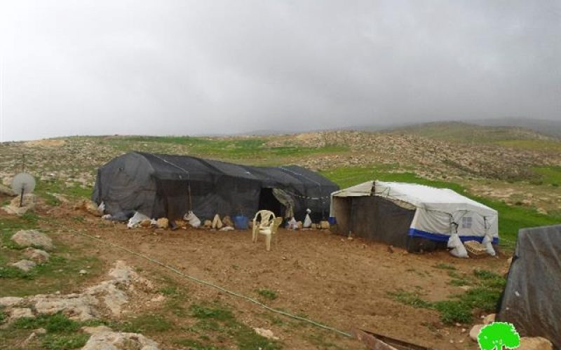 إخطارات بوقف العمل في مساكن ومنشآت زراعية بخربة الفخيت شرق يطا
