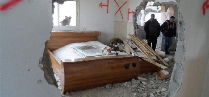 هدم 24 مسكناً بذريعة الأمن منذ بداية انتفاضة القدس <br>  قوات الاحتلال تهدم مسكنين في طاروسة ودير سامت غرب الخليل