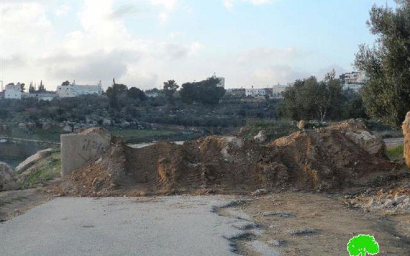 منذ بداية الانتفاضة أقام الاحتلال 70 حاجزاً <br>  محافظة الخليل تتحول إلى سجن بفعل إقامة الحواجز على مداخلها وإغلاق طرقها وأحيائها