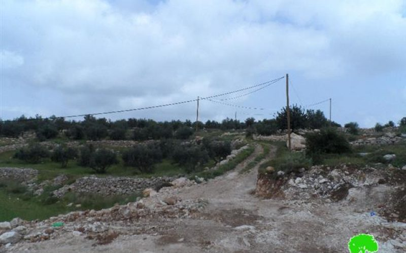 Israeli Occupation Forces notify a cemetery of Stop-Work in Idhna town
