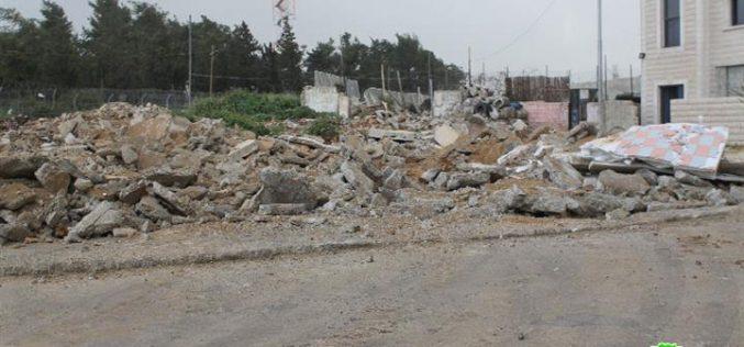 جرافات الاحتلال تهدم منشآت تجارية وأساسات بناية في بيت حنينا شمال مدينة القدس المحتلة