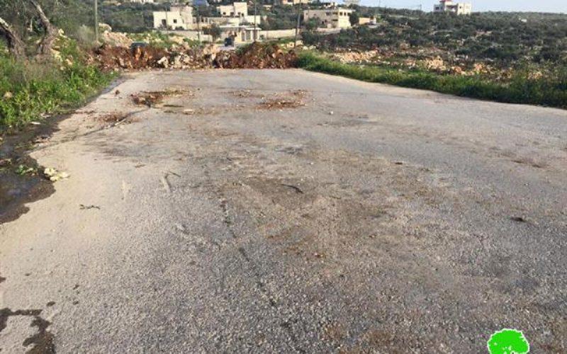 أغلق 144 طريقاً منذ بداية الانتفاضة <br>  الاحتلال يغلق مداخل قرية حجة بالسواتر الترابية
