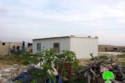 إخطارين بوقف العمل في منزلين بخربة أم الخير شرق يطا