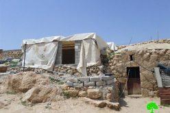 إخطار بوقف العمل لمسكن في خربة جنبة شرق يطا