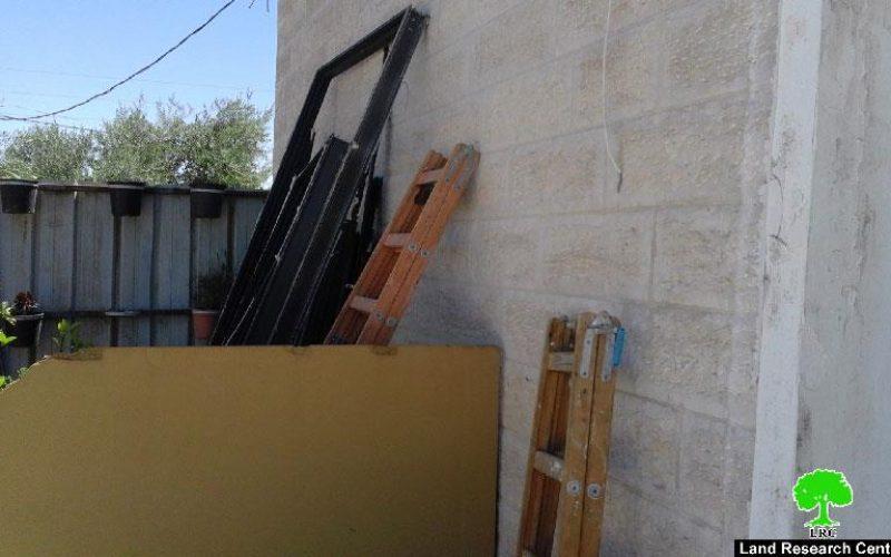 عائلة الصيداوي تهدم جزء من مسكنها تجنباً من دفع غرامة 70 ألف شيقل لبلدية الاحتلال في بلدة بيت حنينا