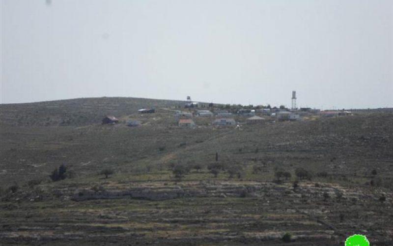 جيش الاحتلال الاسرائيلي يهدم مقاطع من الاسيجة المحيطة بالأراضي الزراعية في قرية جالود