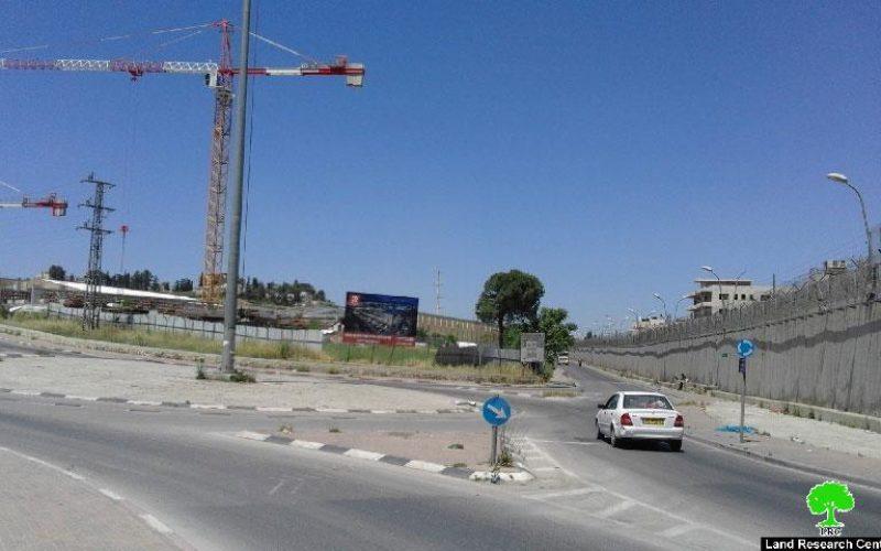 مجمع تجاري ضخم إسرائيلي على أراضي بلدة بيت حنينا شمال مدينة القدس المحتلة