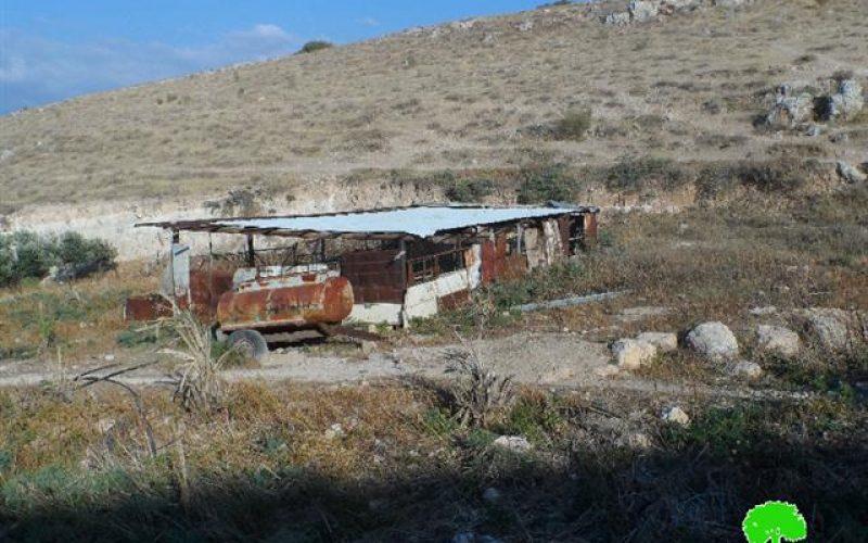 الاحتلال الإسرائيلي يخطر بوقف البناء في 13 منشأة في قرية كردلة