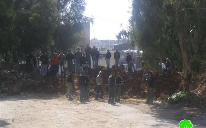 Israeli Occupation Forces closes the Northern Entrance of the Azzun Al Shamaliyya town