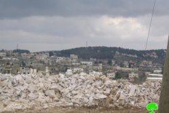سلطات الاحتلال تواصل عزل بلدة عزون الشمالية عن محيطها الفلسطيني و تنذر حديقة البلدة بالهدم