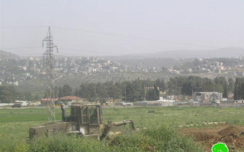 قوات الاحتلال الإسرائيلي تقوم بأعمال تجريف في محيط حاجز حواره