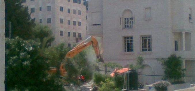 الاحتلال الاسرائيلي يهدم عمارة أبو عيشة في بلدة بيت حنينا