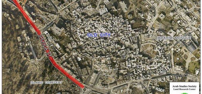 Israeli Occupation Renews the Closure of Dozens of Shops in Al Shuhada Street