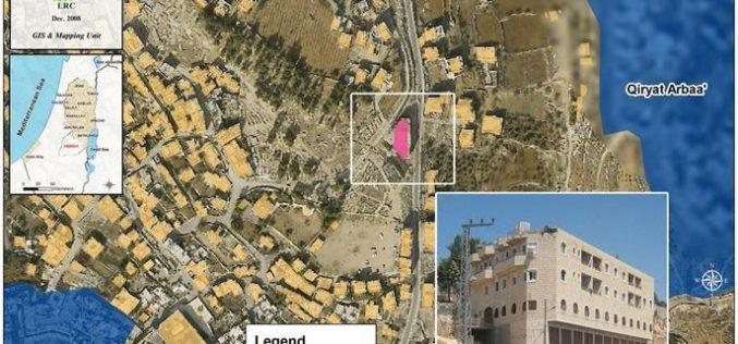 مبنى الرجبي في الخليل … غادره المستعمرون فاستولى عليه جنود الاحتلال