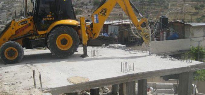بلدية الاحتلال تجبر مواطناً فلسطينياً على هدم مسكنه بنفسه في حي الصلعة في جبل المكبر