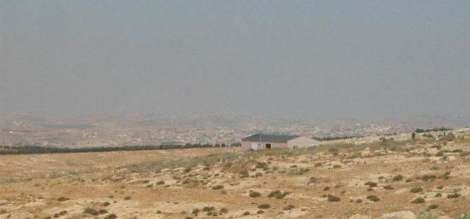 """مستعمرة """"افيغايل"""" تتوسع على حساب أراضي الفلسطينيين في خربة المفقرة جنوب بلدة يطا"""