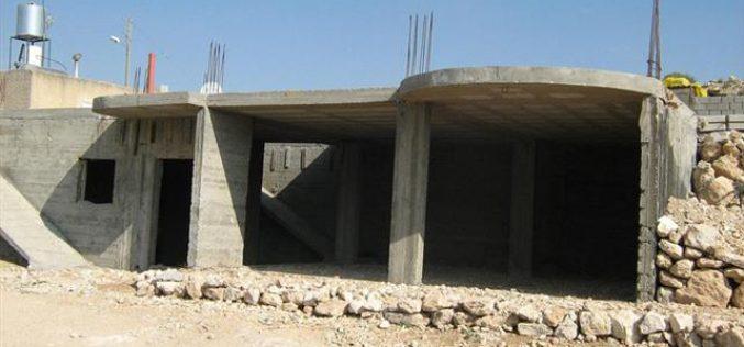 إخطارات بوقف العمل والبناء في 4 منازل فلسطينية في قريتي التواني والكرمل