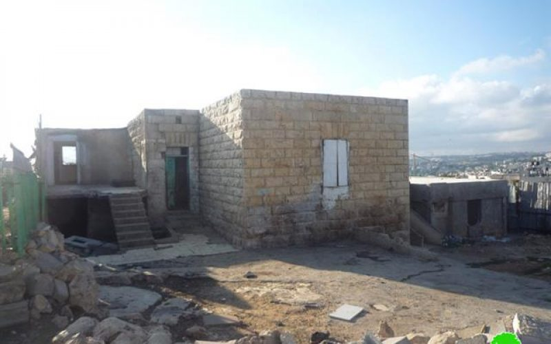 عائلة صلاح … تعاني حرب البقاء على أرضها بعد أن أخلت سكنها قسراً  في بلدة بيت صفافا