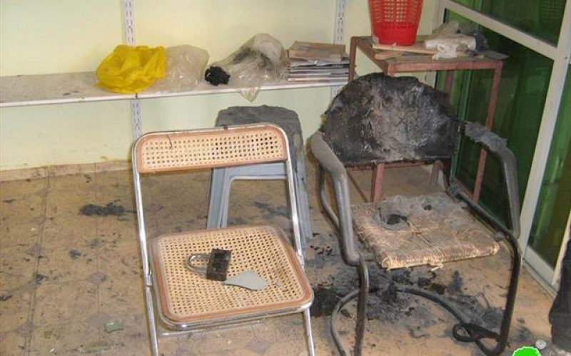 المستعمرون يحرقون محلين تجاريين وشقة سكنية في وادي النصارى في الخليل