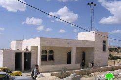 إخطارات منازل ومسجد ومدرسة في الرماضين جنوب الخليل