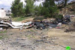 سلطات الاحتلال تهدم بركساً في بيت أمر شمال الخليل