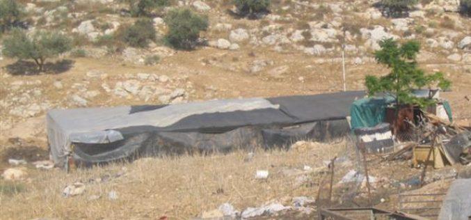 إخطار 4 عائلات بهدم منشآتهم  قرية رافات – محافظة سلفيت