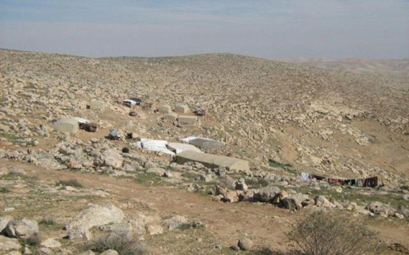الاحتلال يهدم خيام ومساكن في خربة بير العد ببلدة يطا في محافظة الخليل