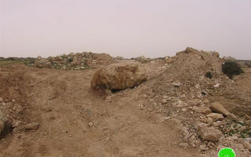 الاحتلال يغلق مدخل خربة غوين جنوب السموع – محافظة الخليل