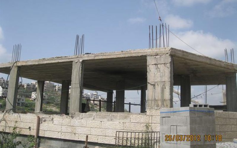 اخطار بهدم مسكن في قرية نحالين جنوب غرب مدينة بيت لحم