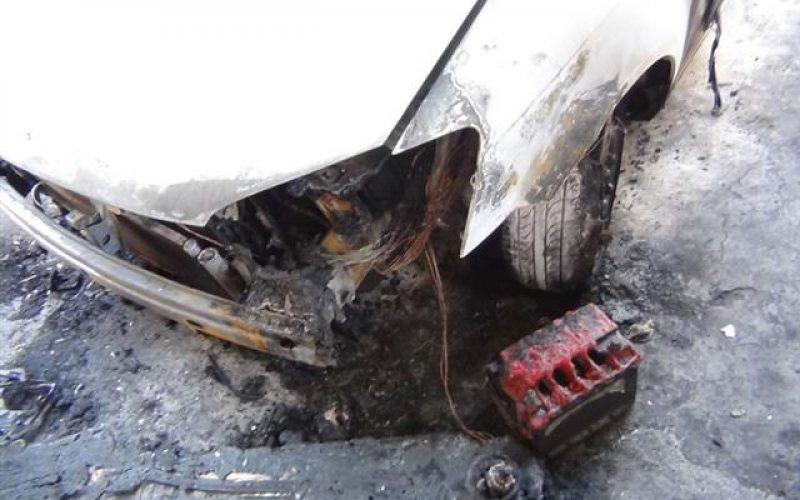"""مستوطنو """"يتسهار"""" الإسرائيلية يحرقون سيارة فلسطينيةفي قرية عينابوس"""