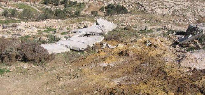 الاحتلال يهدم منزل قيد الإنشاء في موقع الرفاعية شرق يطا