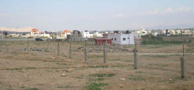الاحتلال الإسرائيلي يخطر بوقف البناء لمنزلين قيد الإنشاء