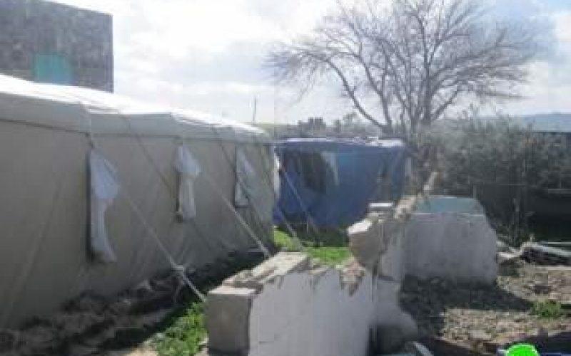الاحتلال الإسرائيلي يخطر (15) عائلة بدوية  بالقرب من مفرق قرية جبع بهدم بركساتهم الزراعية خلال ثلاثة أيام