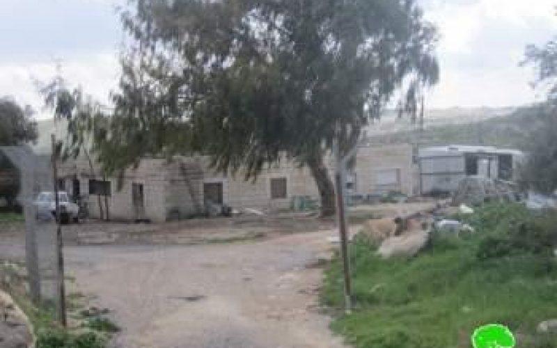 الاحتلال الإسرائيلي يخطر عدد من المنشات بوقف البناء في قرية عناتا